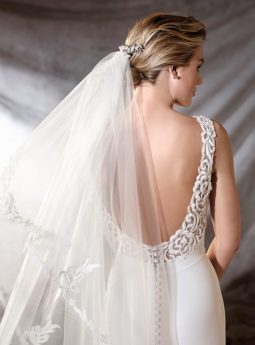trouwjurk-pronovias-oliana_close-up