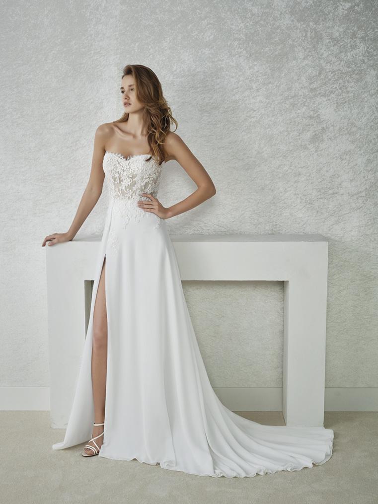 New White One trouwjurk Filia - Van Os trouwjurken. De trouwjurk van  &UO87