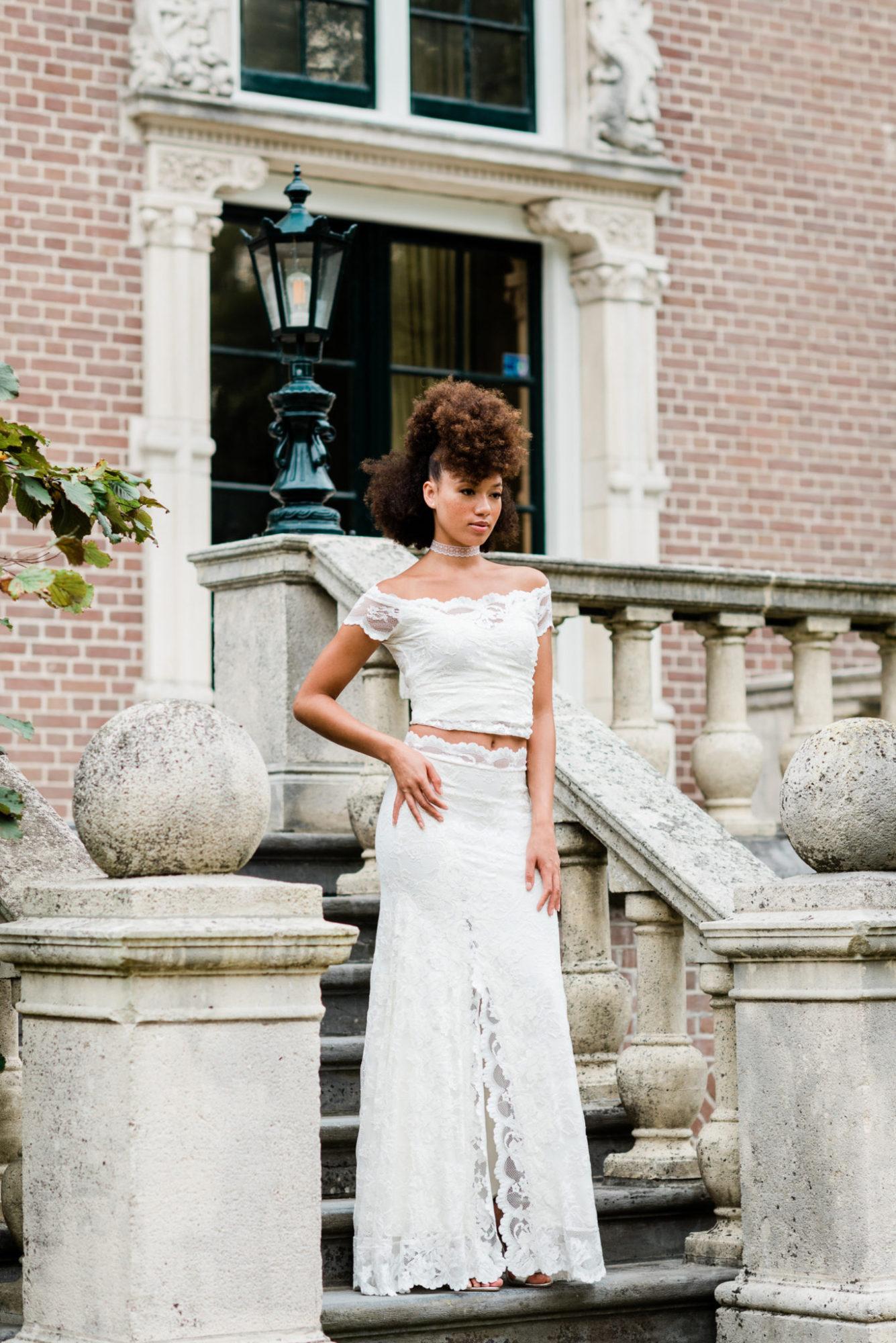 Trouwjurk Kant Strak.Styled Shoot Met De Nieuwste Trendy Bruidsjurken Van Os